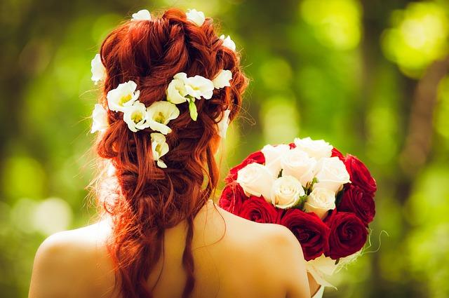 結婚式の2次会どこでする?|結婚式2次会の髪型について