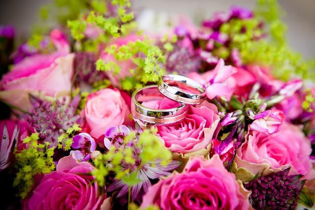結婚式の2次会どこでする?|結婚式2次会の余興について